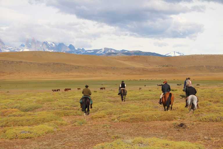 Las Chinas horse riding